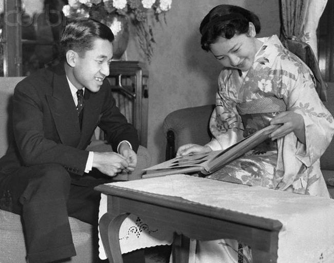 Chuyện tình cổ tích của Nhà Vua Nhật Bản phá bỏ quy tắc Hoàng gia để kết hôn với cô gái thường dân - Ảnh 6.