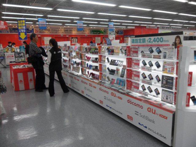 Những shop đăng ký điện thoại có rất nhiều ở các phố lớn tại Nhật Bản