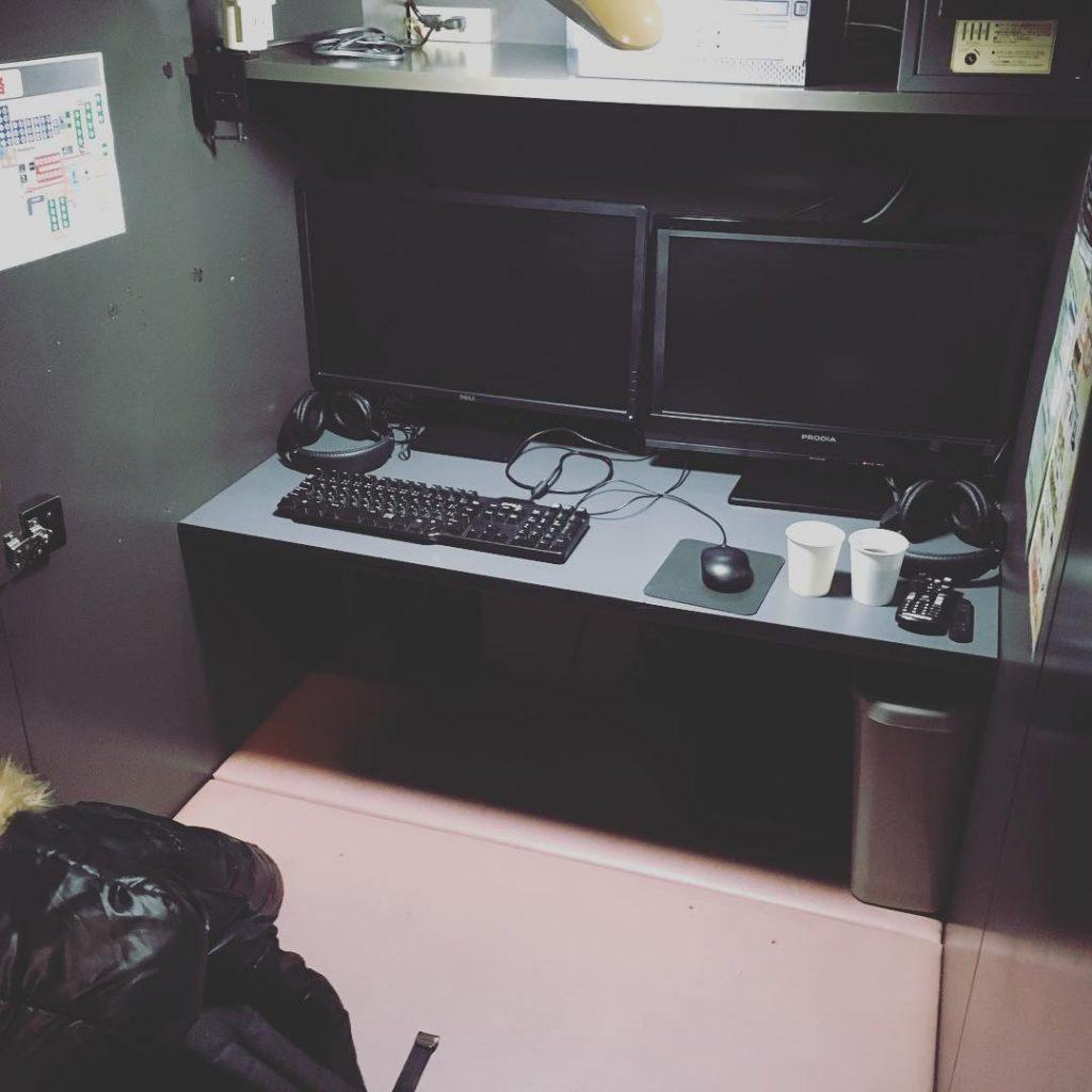 Chỗ ngồi tại Internet Cafe