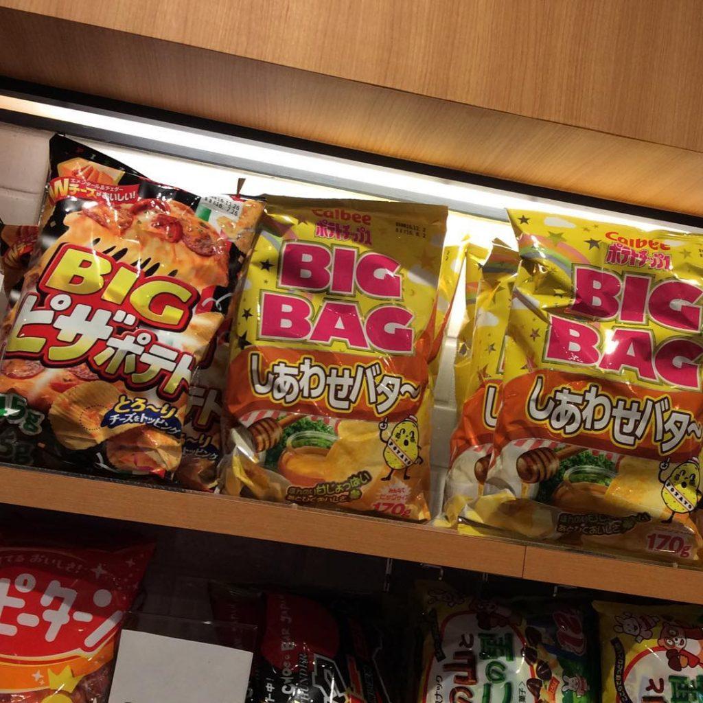 Nhiều lựa chọn đồ ăn vặt trong Cafe Internet