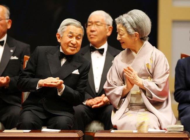 Chuyện tình cổ tích của Nhà Vua Nhật Bản phá bỏ quy tắc Hoàng gia để kết hôn với cô gái thường dân - Ảnh 21.